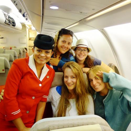 בטיסה למאלה, בירת המלדיביים, עם הדיילת המקומית :)