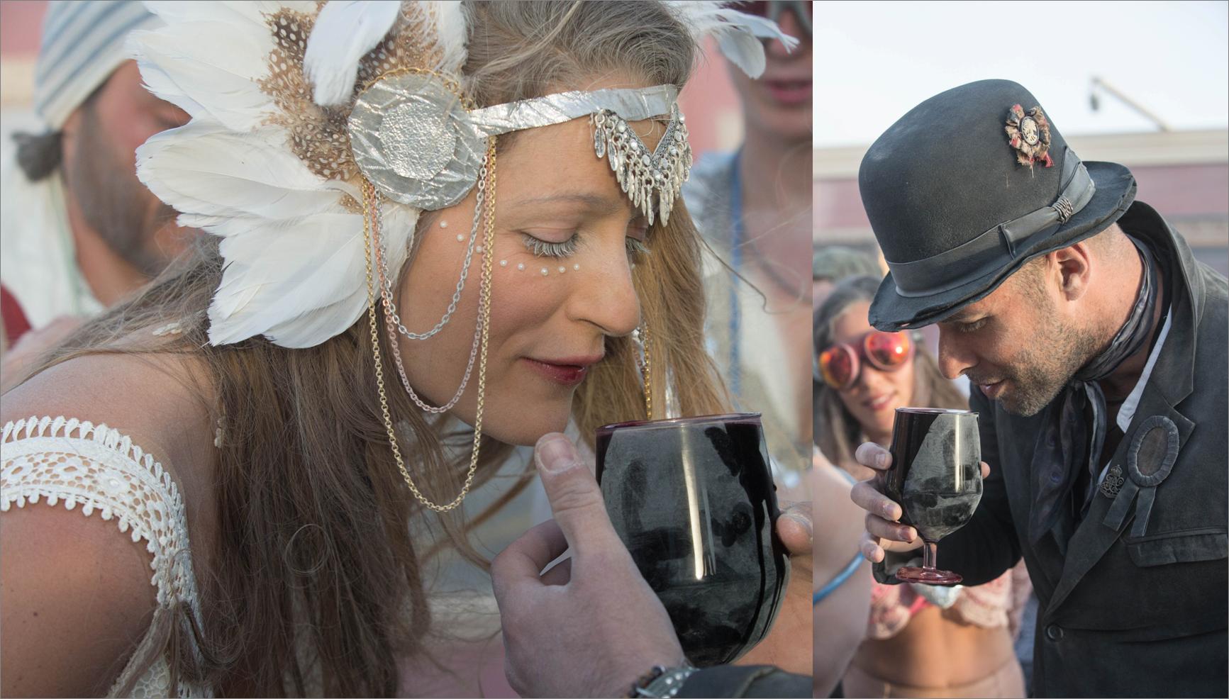 """ברכת היין המרגשת. Burningman 2016 (צילום: תומר פרץ. שמלה מושלמת: """"עמנואל"""", תכשיט ראש: רונית פורטל)"""