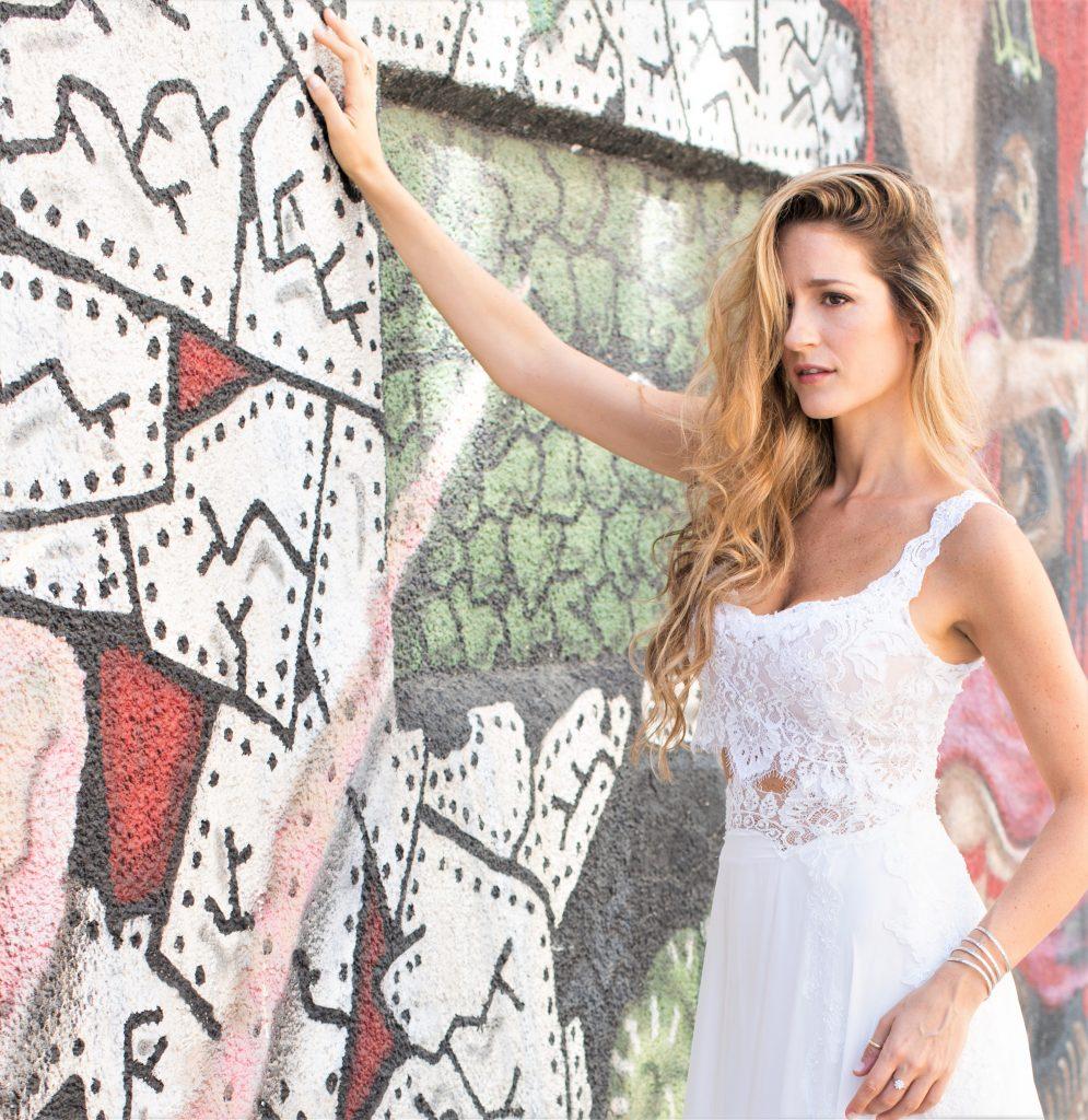 לובשת Motil – Bespoke Brida. צילום: ענת קזולה
