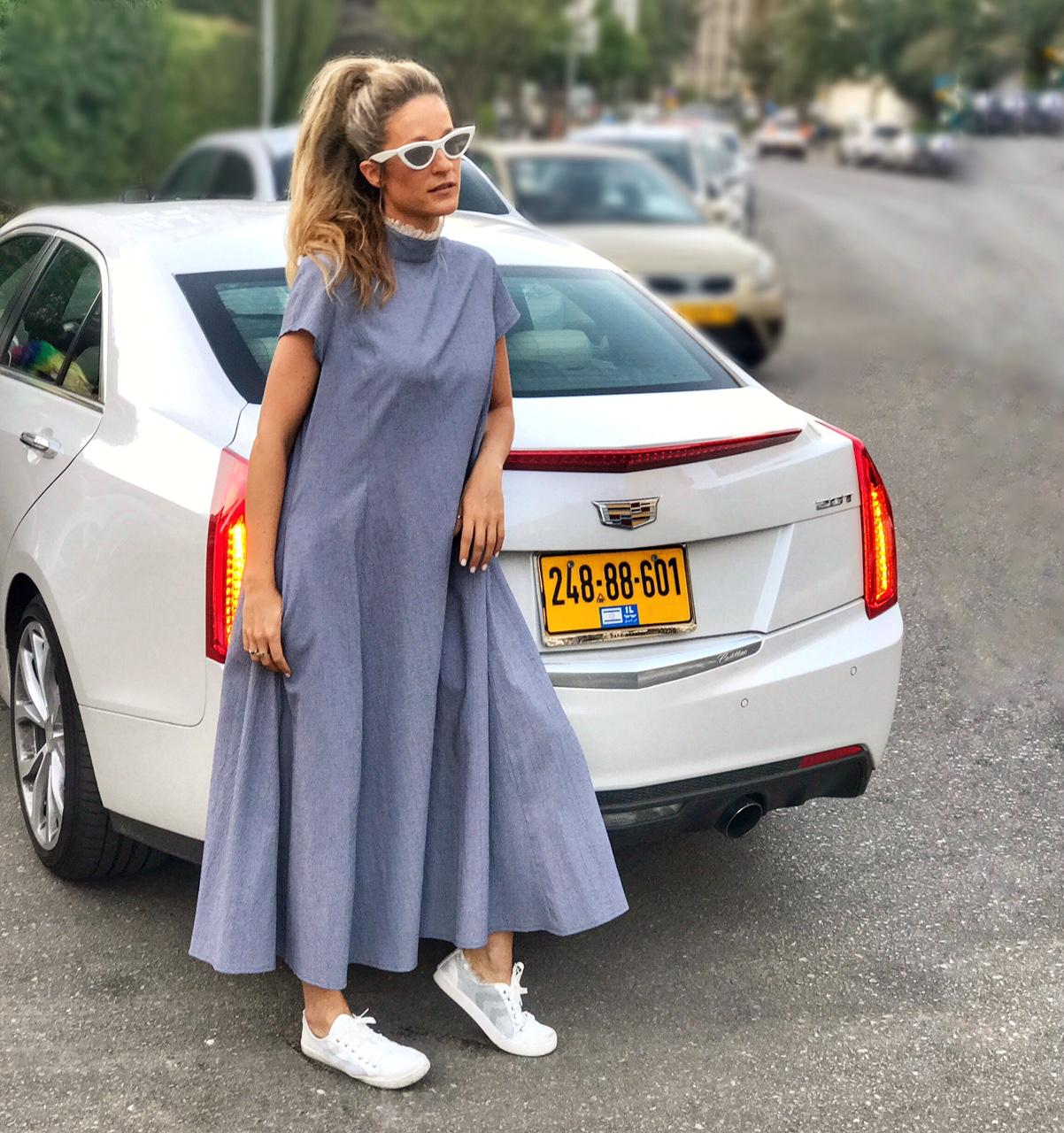 ברחובות תל אביב (שמלה: דורין פרנקפורט)