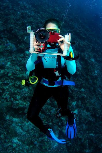טל נבארו, נברו מצלמת מתחת למים