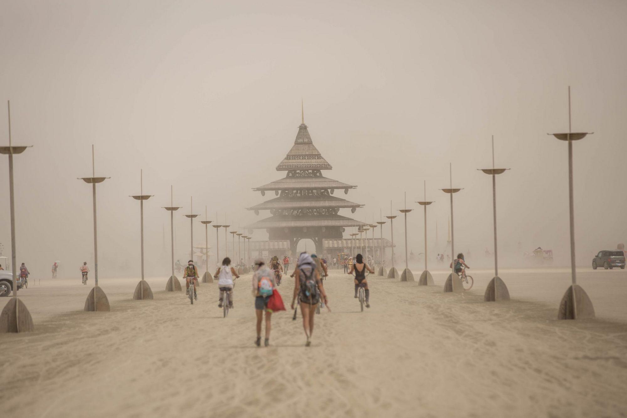 השביל המאובק בדרך אל מקדש ברנינגמן (צילום: תומר פרץ המוכשר)