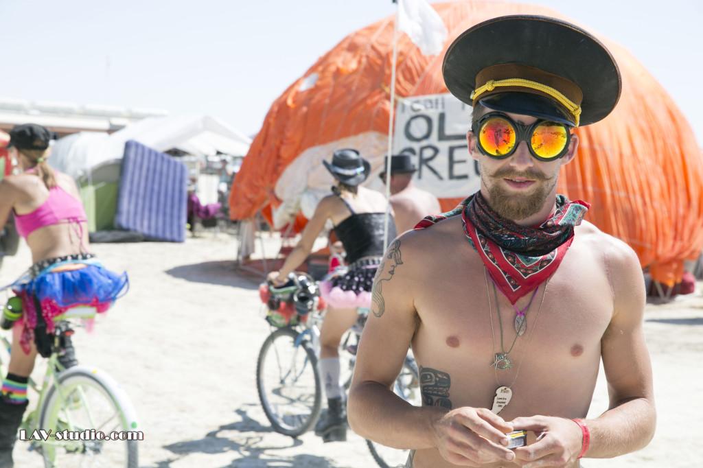 אנשים טובים באמצע הדרך. ברנינגמן 2014 Burningman (צילום: ערן לם)