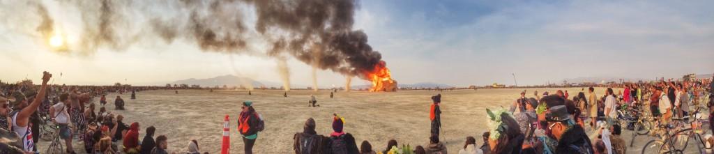 The energy is on fire אנרגיות בשמיים burningman 2014 (צילום: אני!!)
