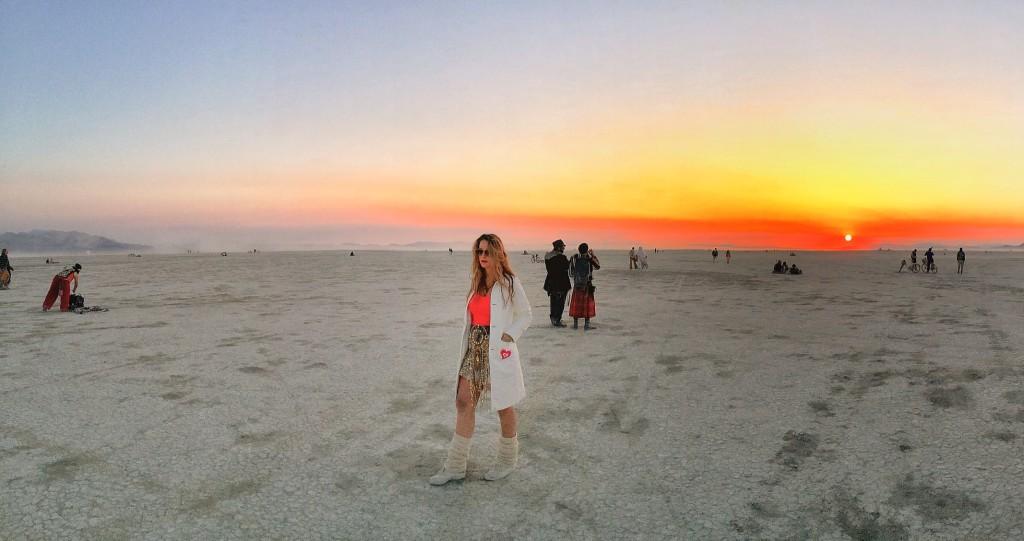 ריקוד לאור זריחה בברנינגמן Burningman 2014